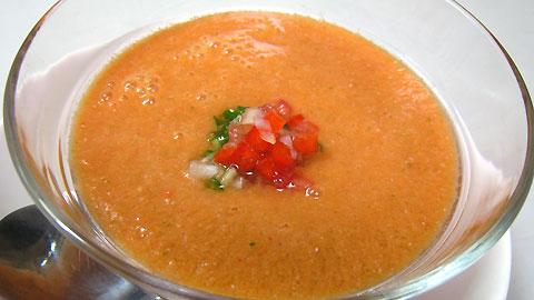 完熟トマトで作るガスパチョ